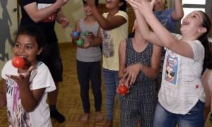 Kinder entdecken spielend die neue Heimat